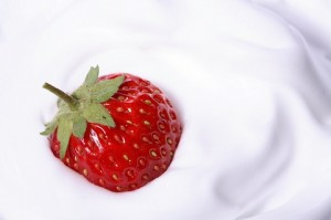 whipped-cream--dessert--berries--strawberry-in-cream_379303