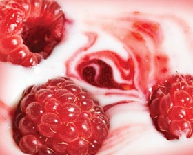 raspberry-whipped-cream-4011322